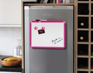 Kühlschrank Magnetbrett / Magnetisches Whiteboard. Rosa. Inkl. Stift und Löscher 28 x 36 cm. Enthält Whiteboard Marker und 2 Magnete